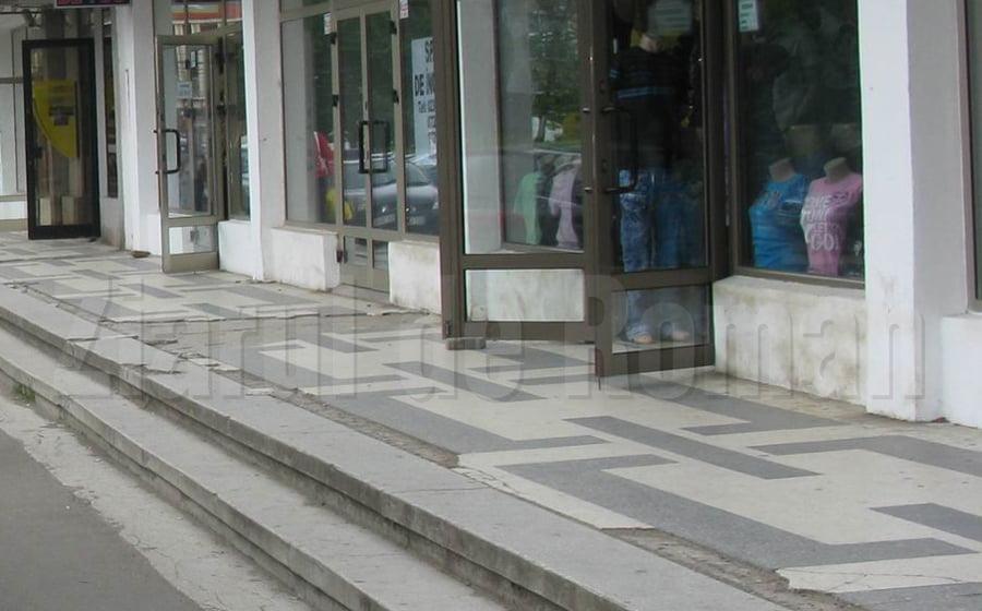 Primăria și Metex repară scările de la magazinele din spatele Casei de Cultură