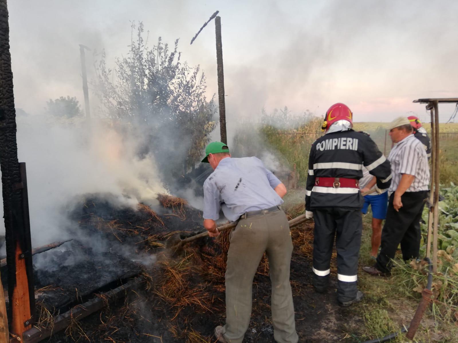 Incendiu în Barticești, din cauza jocului copiilor cu focul