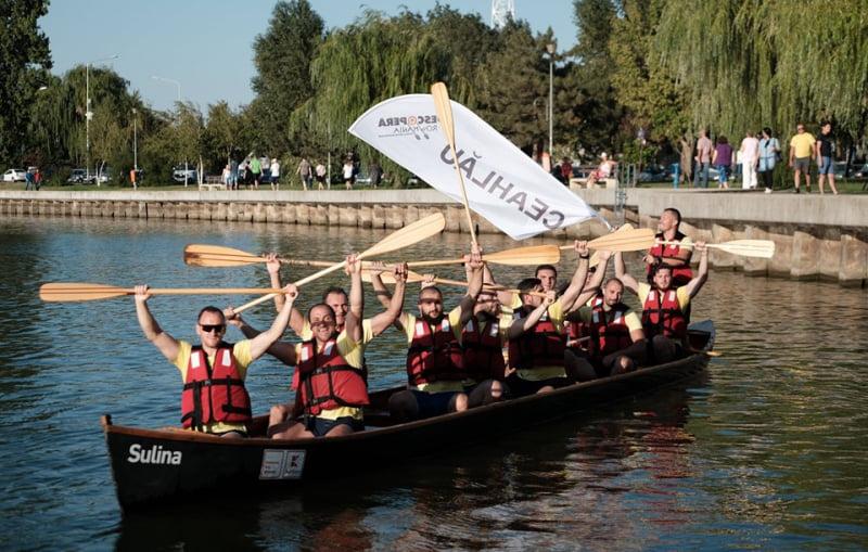 Polițiștii nemțeni, campioni la concursul de vâslit în canotci