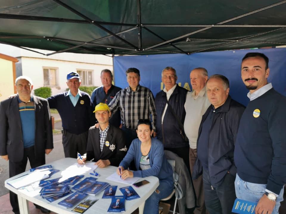 Nemțenii au semnat, în număr covârșitor, pentru Klaus Iohannis! Liberalii din Neamț au strâns peste 60.000 de semnături!