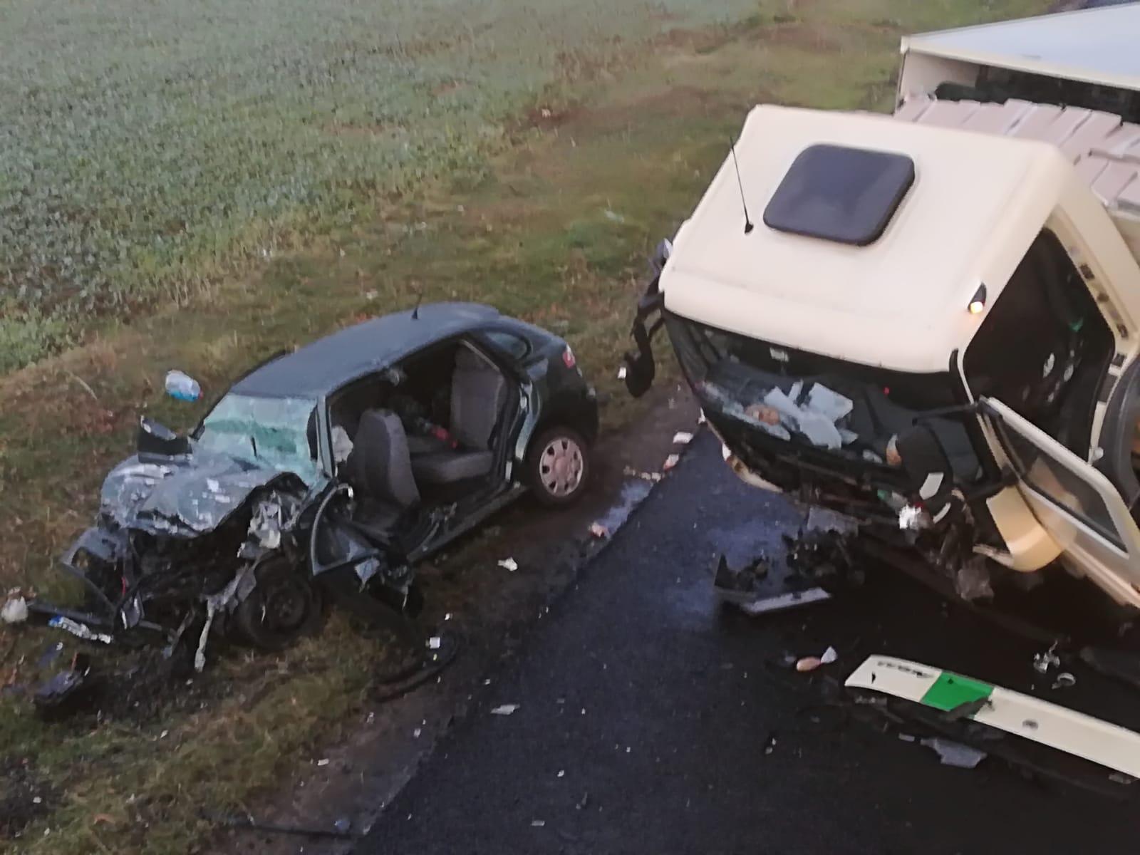 Un șofer și-a pierdut viața pe E85, după ce s-a lovit de un camion