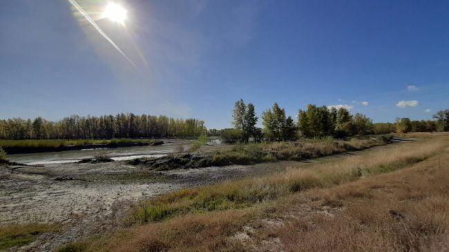 În continuare sunt necesare lucrări de regularizare a albiei, pentru a readuce cursul râului spre stația de captare