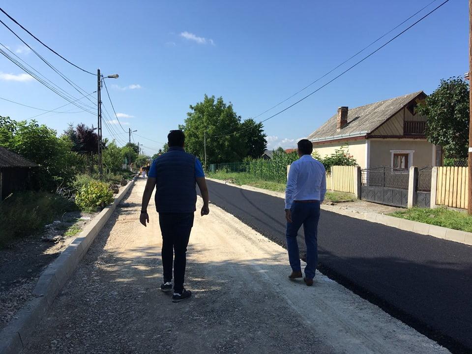 Încep asfaltările pe alte opt străzi din cartierul Bălcescu