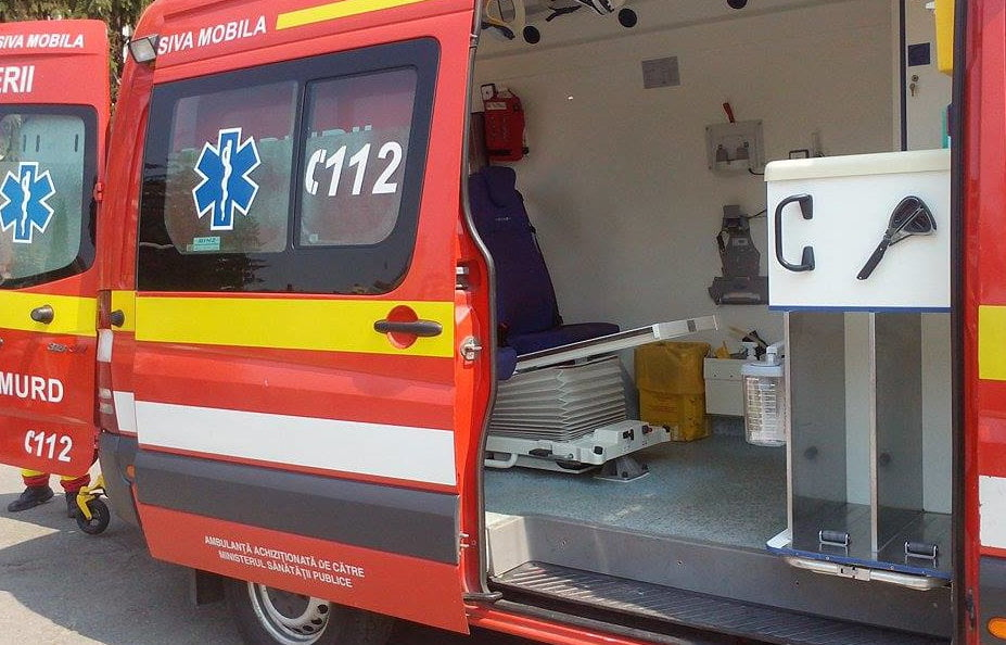 Accident între două autoturisme și un microbuz de transport în comun, pe strada Petru Rareș