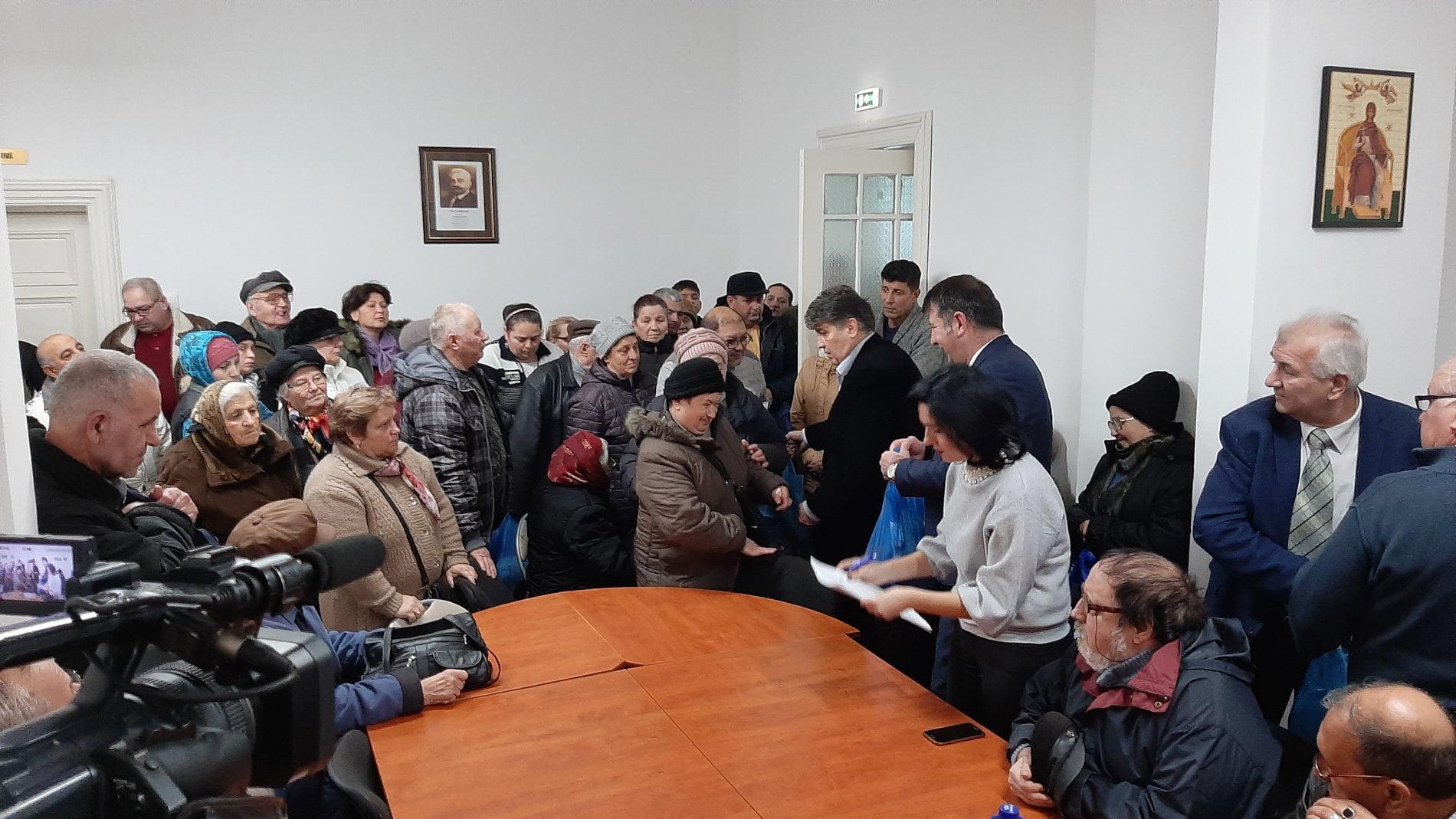 PNL Roman a oferit pachete pentru masa de Crăciun romașcanilor necăjiți