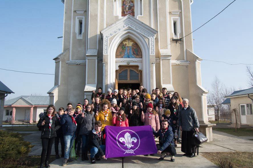 Tinerii cercetași din Pildești și comunitatea ortodoxă din Simionești ne învață cum să trăim fără bariere