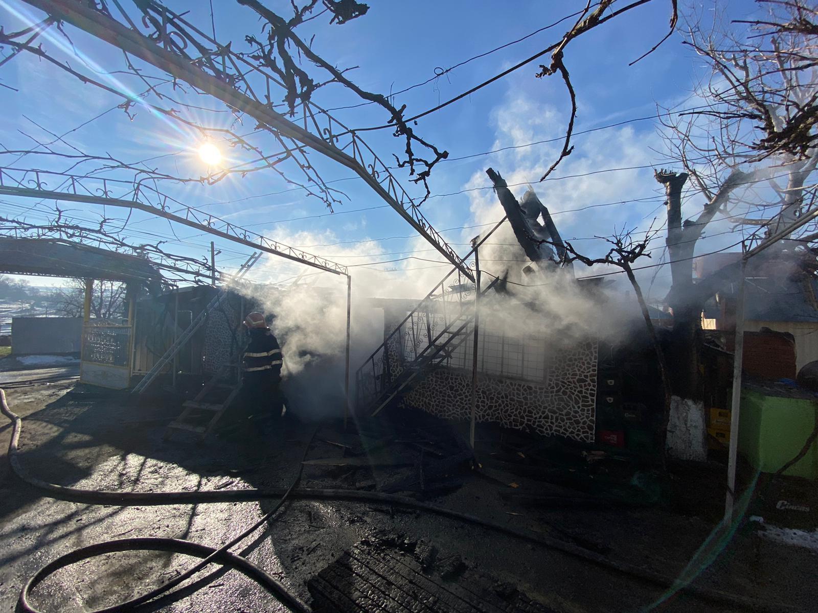 Incendiu la o gospodărie din comuna Bîra