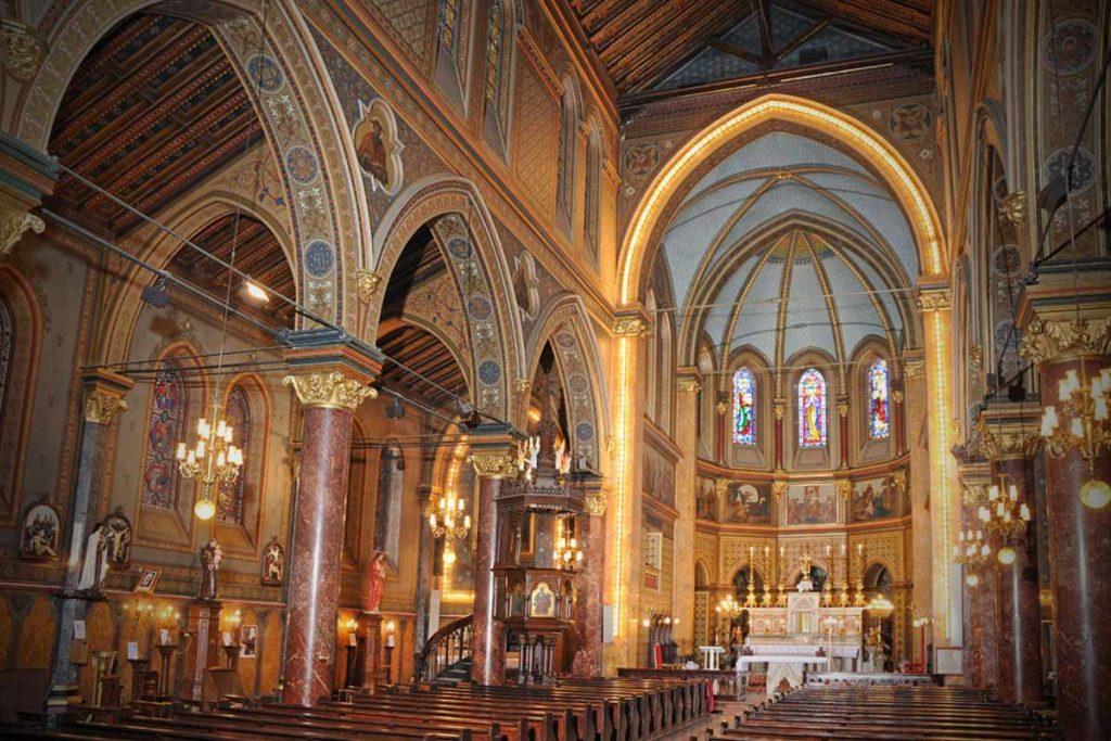 Măsuri în Biserica Catolică pe fondul coronavirusului: mai multe slujbe, transmisii radio-TV sau pe internet
