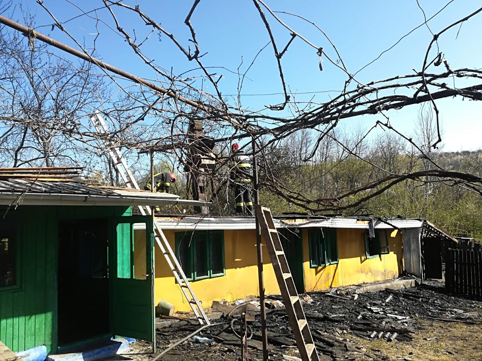 Locuință distrusă într-un incendiu, la Ruginoasa