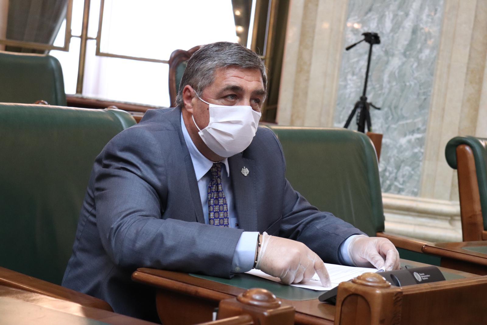 Senatorul Dan Manoliu: inițiativă parlamentară de modificare a legii pentru regimul circulației cetățenilor români în străinătate