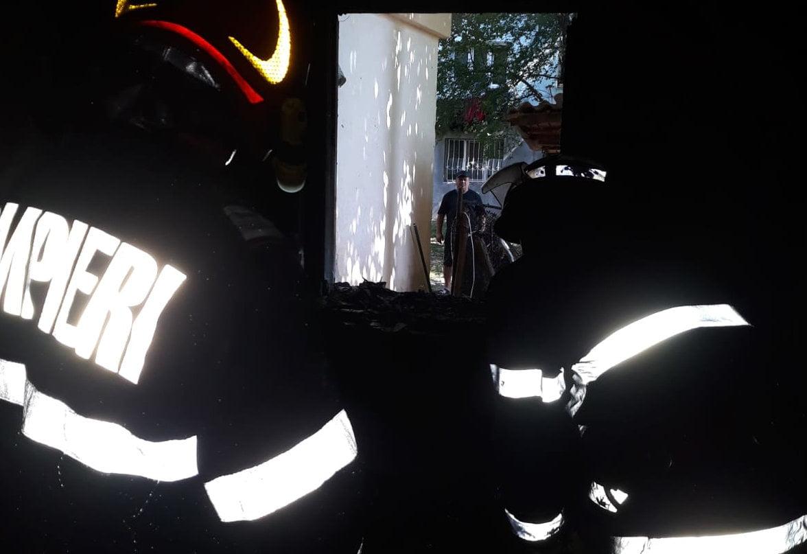 Incendiu la un apartament din Aleea Tudor Vladimirescu. Mai multe persoane duse la spital