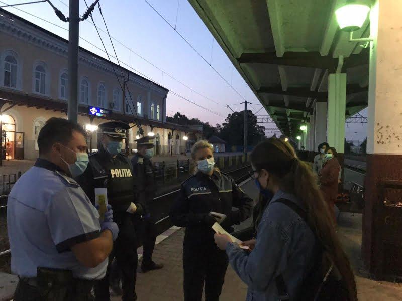 """Campania """"Selfie-ul pe tren nu ia like-uri, ia vieți"""", desfășurată de polițiști în Gara Roman"""