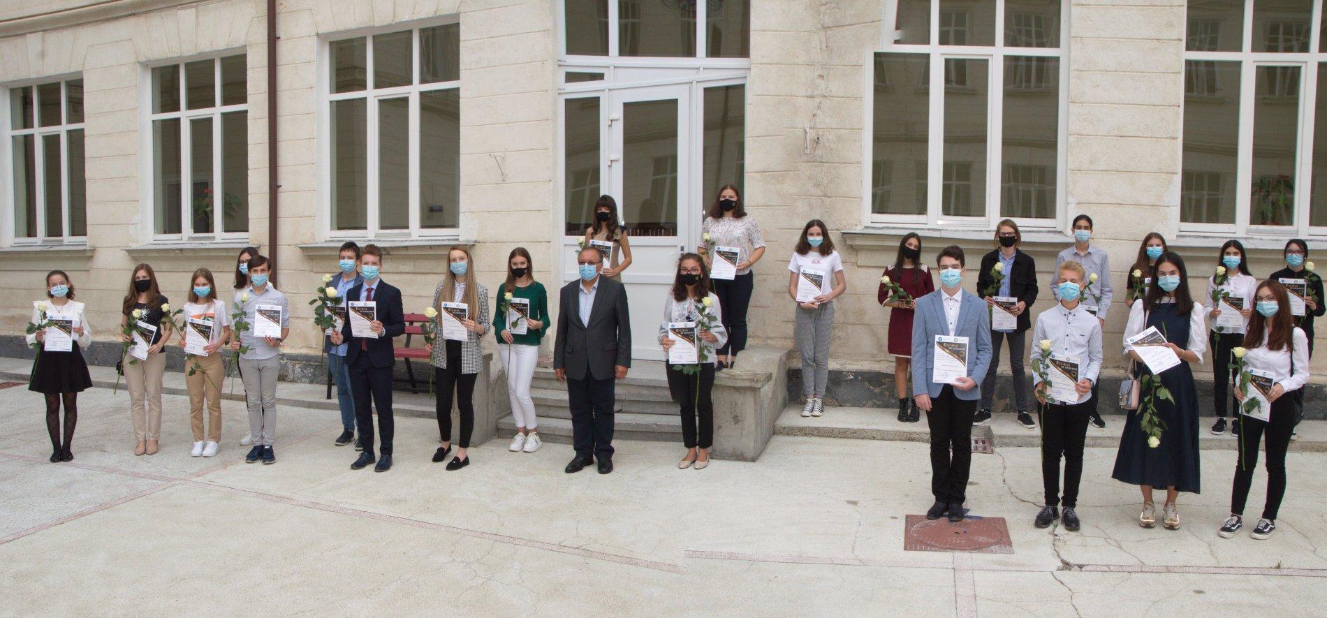 Elevii de 10 la Evaluarea națională și Bacalaureat, premiați de ISJ Neamț