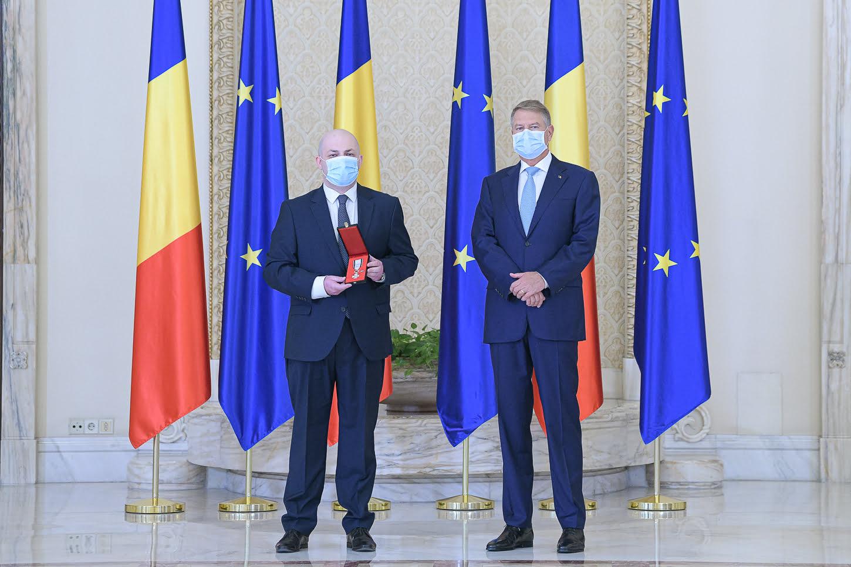 """[VIDEO] Deputatul romașcan Silviu Vexler, decorat de președintele Iohannis cu Ordinul Naţional """"Pentru Merit"""""""