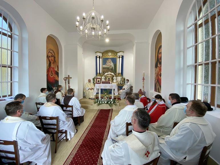 """Capela Romano-Catolică din cimitirul """"Eternitatea"""" a fost reabilitată și sfințită"""
