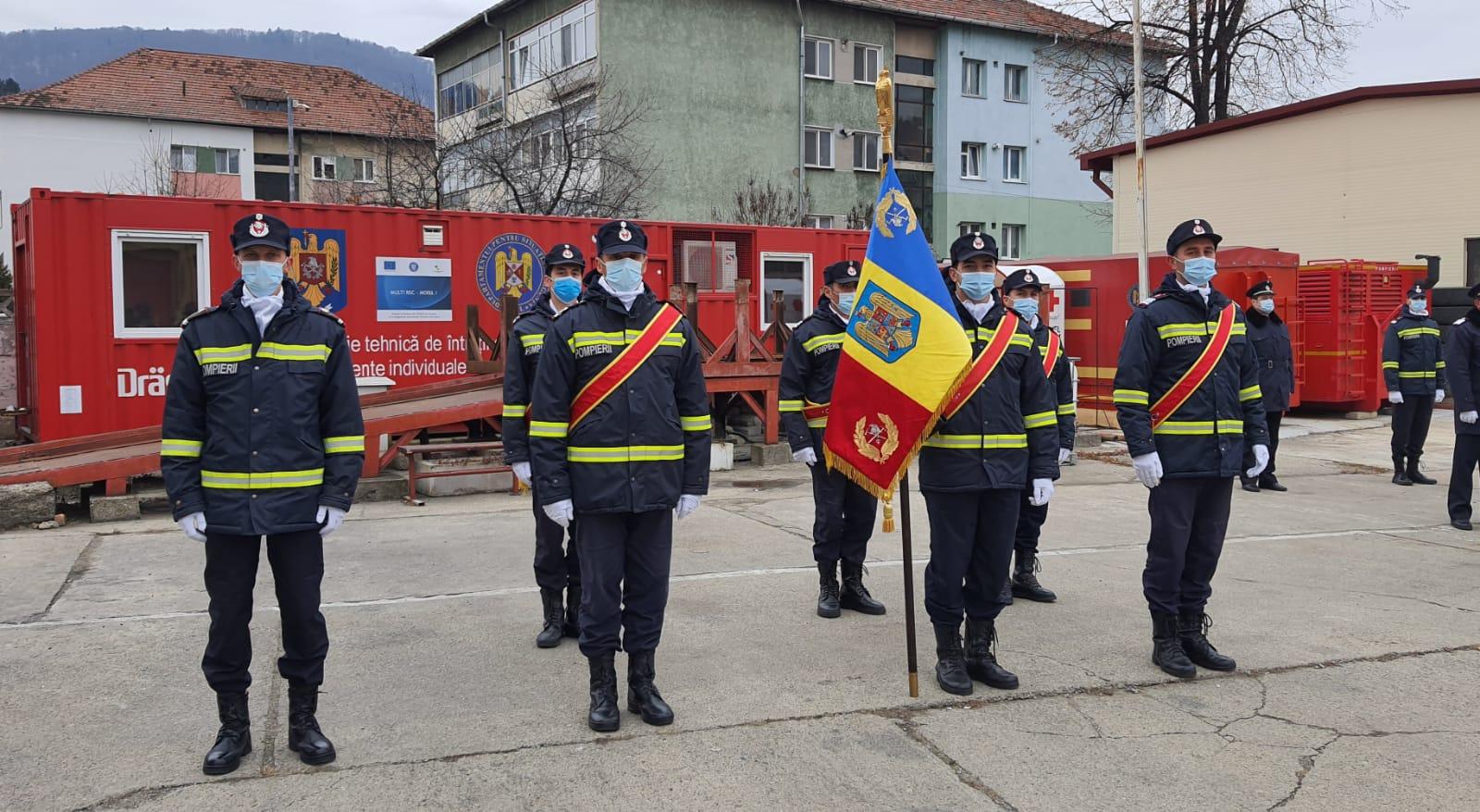 Avansări în grad și depunerea jurământului militar la ISU Neamț, cu ocazia Zilei Naționale