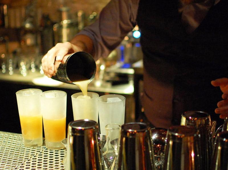 Restricții în Roman: restaurantele, cafenelele și barurile, închise