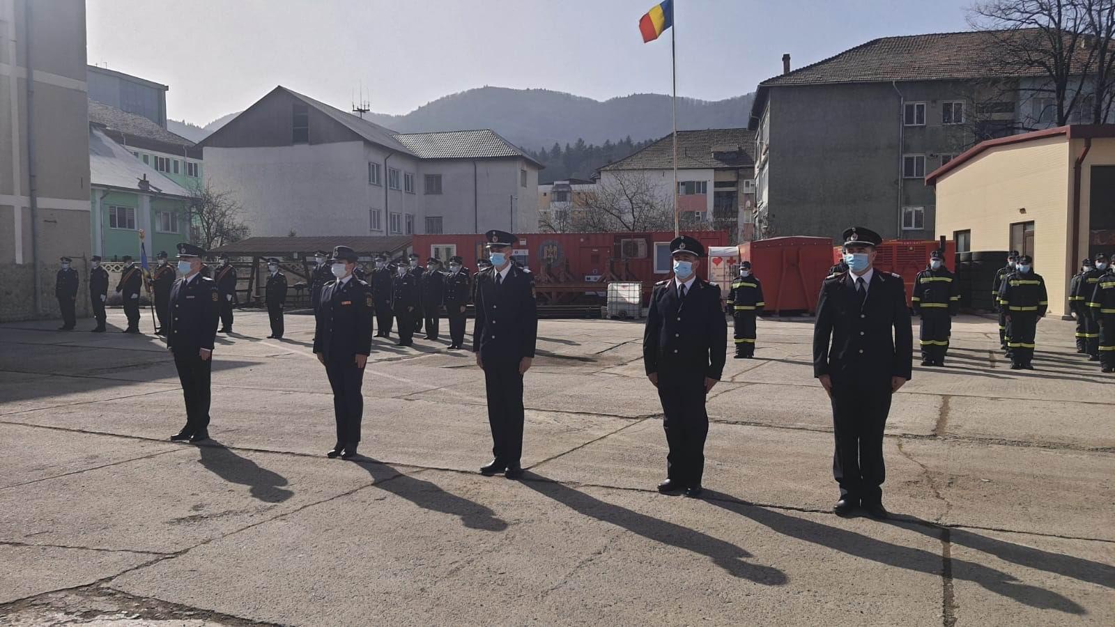 Distincții și avansări în grad pentru pompieri, cu ocazia Zilei Protecţiei Civile din România