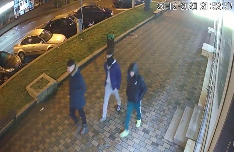 Persoane bănuite de lovire și distrugere, căutate de polițiști