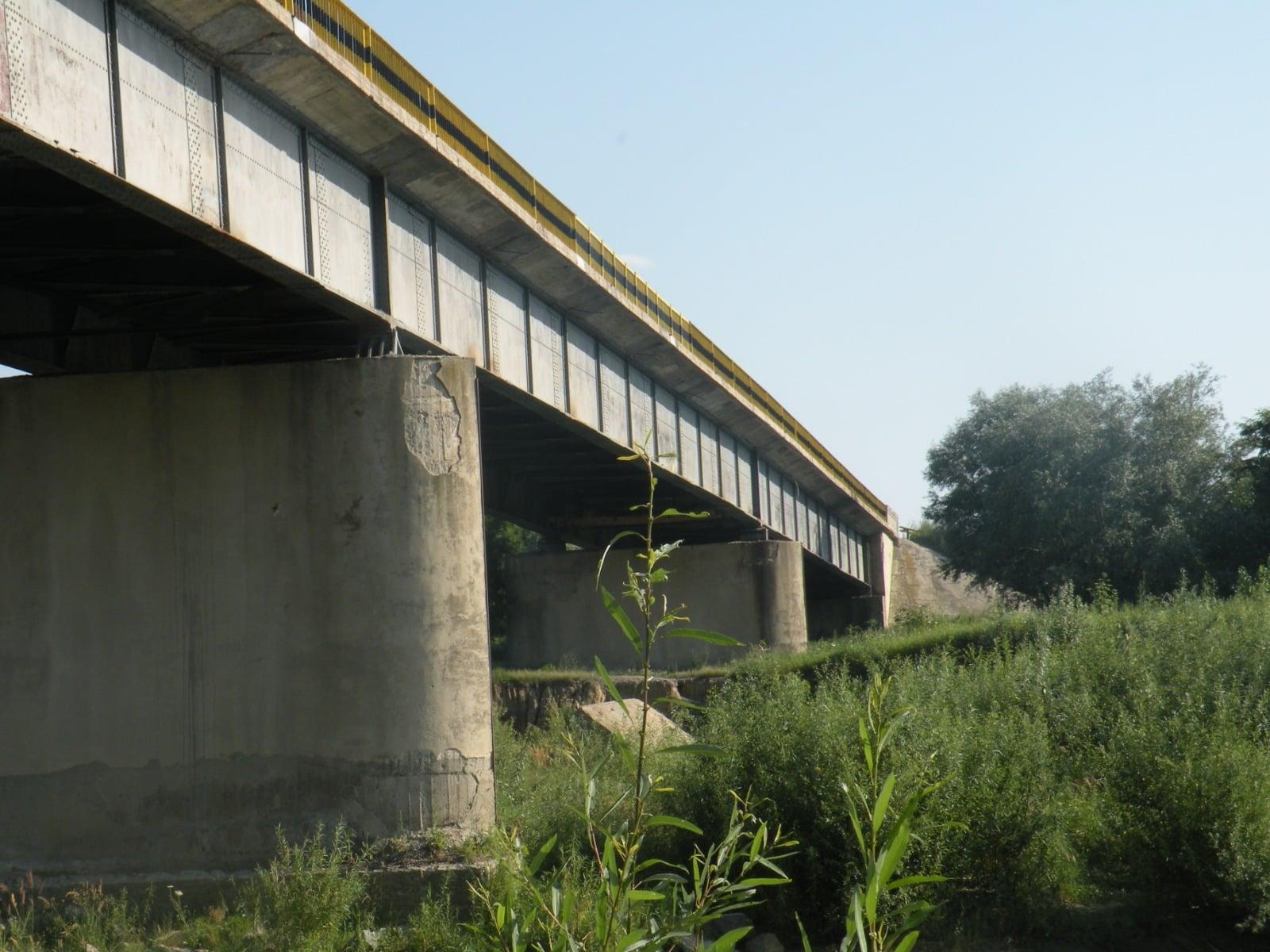 Podul peste râul Siret, de pe șoseaua spre Iași, intră în reparații
