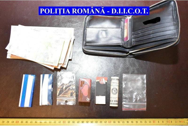 Zece arestări în urma perchezițiilor DIICOT la traficanți de droguri