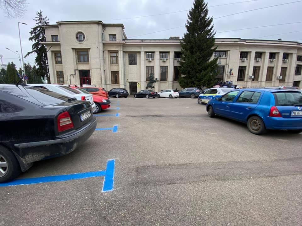 Parcarea de la Judecătorie intră de luni în rândul parcărilor publice cu plată