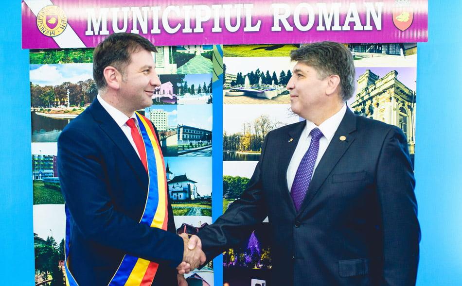 """Deputatul PNL Neamț Laurențiu Leoreanu și Lucian Micu, vicepreședintele PNL Neamț: """"Marea familie romașcană este invitată alături de PNL!"""""""