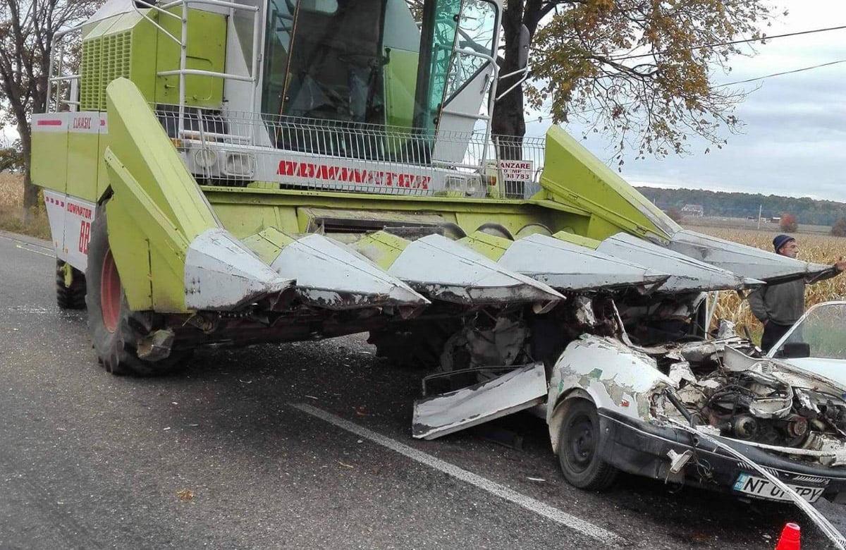 Un mort și un rănit, după ce o mașină a intrat într-o combină agricolă