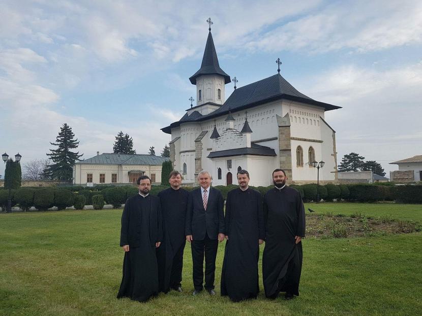 Ambasadorul Republicii Belarus, în vizită la catedrala arhiepiscopală din Roman