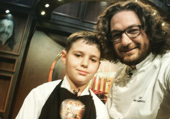 """[VIDEO] Alexandru Mîrț, în vârstă de doar 10 ani, din Pildești, i-a impresionat pe maeștrii bucătari de la """"Chefi la cuțite"""""""