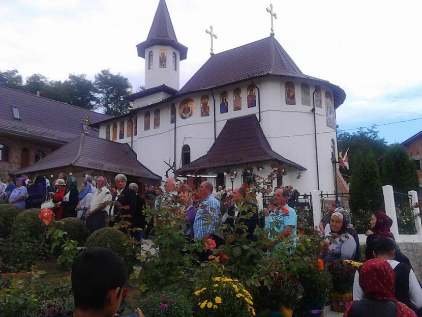 Pelerini din întreaga țară la hramul mănăstirii de la Giurgeni