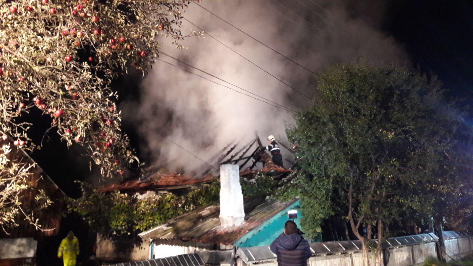 Gospodărie distrusă, după ce i s-a dat foc intenționat