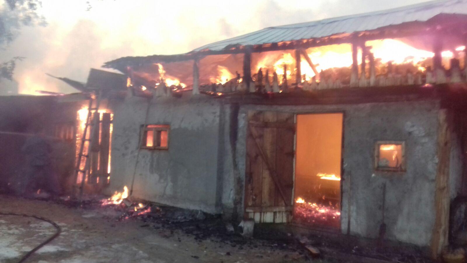 Gospodărie în flăcări, la Izvoare, Bahna