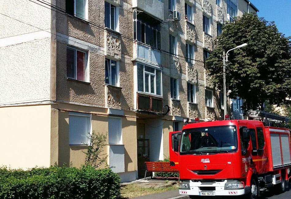 Incendiu într-un apartament din Roman, de la o țigară
