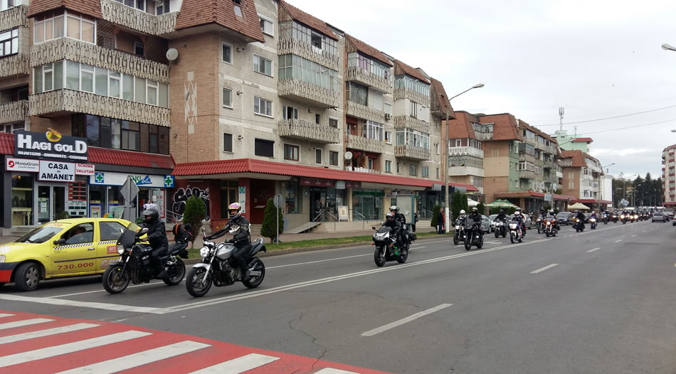 """[VIDEO] Sute de motocicliști în paradă la Roman, în cadrul campaniei """"Alege viața"""""""
