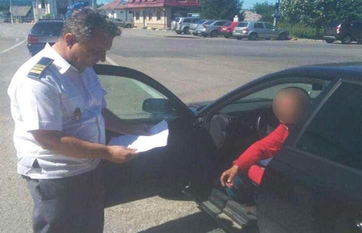 Nemțean prins cu documente false pentru mașină, la Sculeni