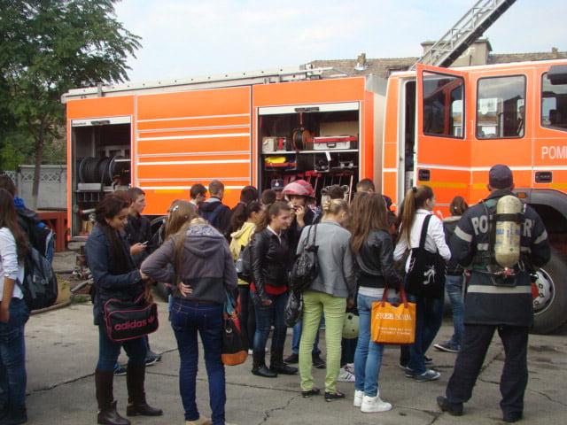 """""""Porți deschise"""" la pompieri, sâmbătă, cu ocazia Zilei pentru reducerea riscului dezastrelor naturale"""