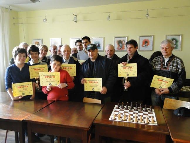 Fost deputat romașcan, activ în competiții internaționale de șah la 83 de ani