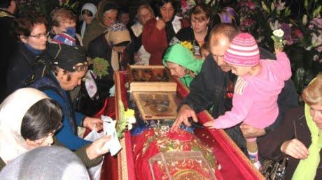 Deplasare gratuită la Iași, pentru ruga la moaștele Sf. Parascheva