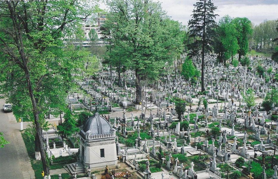 """Tarifele la Cimitirul """"Eternitatea"""" din Roman au fost majorate cu 25%"""
