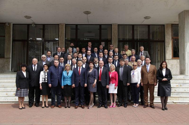 Candidații PNL la Consiliul Județean Neamţ și-au depus dosarele de candidatură la Biroul Electoral Judeţean