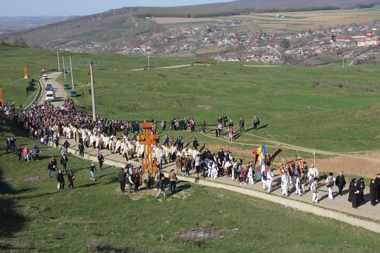 Prima procesiune Calea Crucii, pe dealul Muncelu din Ion Creangă