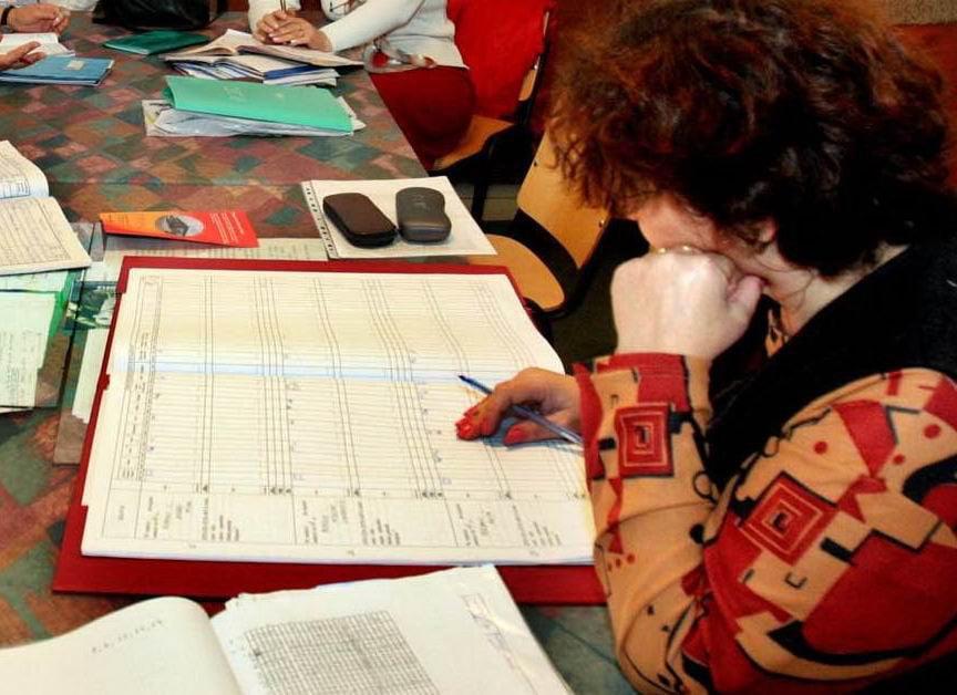 Directorii de școli și licee au semnat cu primarul contractele de management
