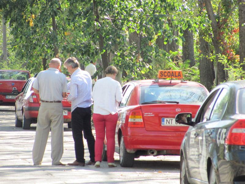 Cursanții școlilor de șoferi vor avea voie să circule și pe străzile aglomerate