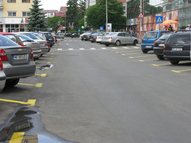 Plata prin SMS și card pentru parcările publice din Roman, din luna martie
