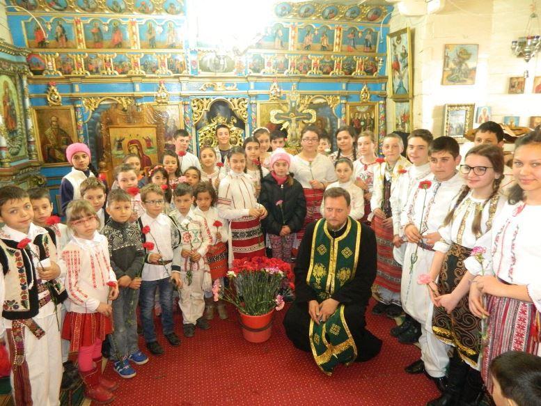 Copiii şi tinerii participă la viaţa spiritual-religioasă a Parohiei Poienari