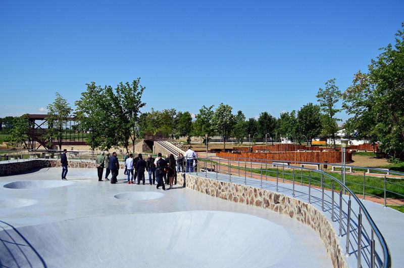 Se dă drumul la pista de role şi skateboard din ştrand