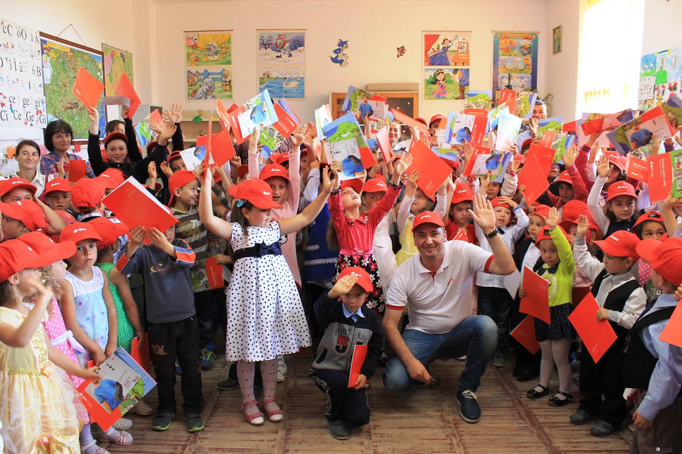 Pompierii și voluntarii E.ON au susținut lecții despre siguranță la școlile din Pâncești și Icușești