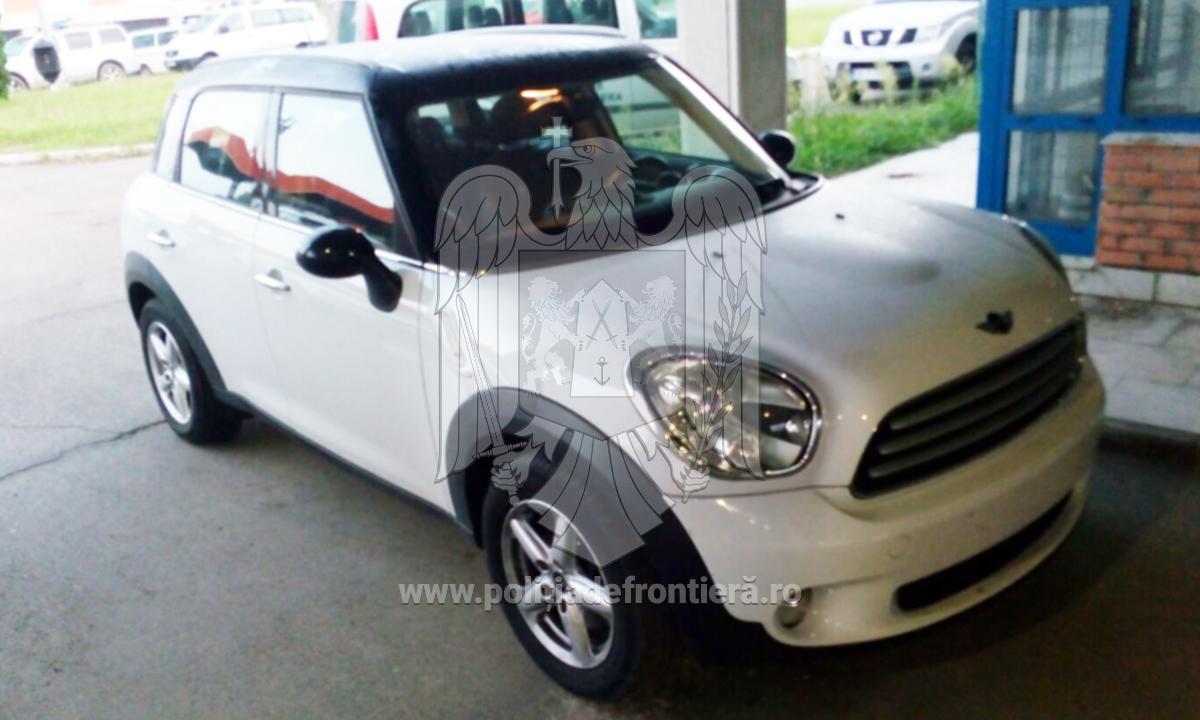 Mini Cooper furat din Spania, adus în ţară de un bărbat din Neamţ