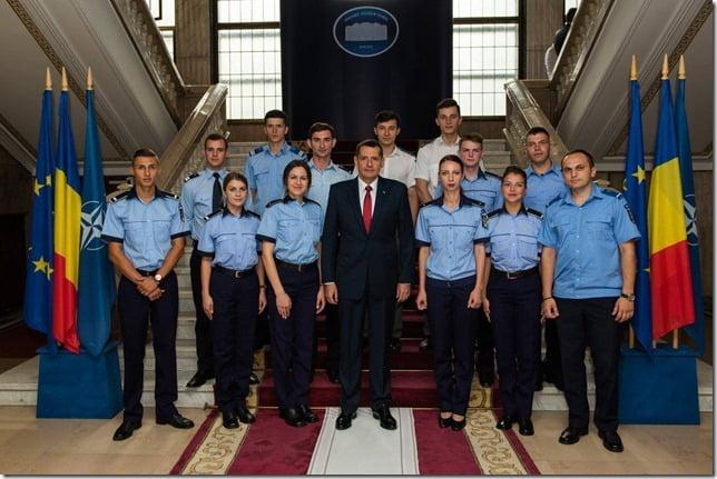 Șeful de promoţie din cadrul Jandarmeriei Neamţ, la ministrul Petre Tobă